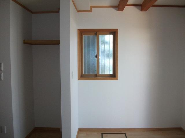 書斎と収納の空間を繋げて、広々とした空間に。