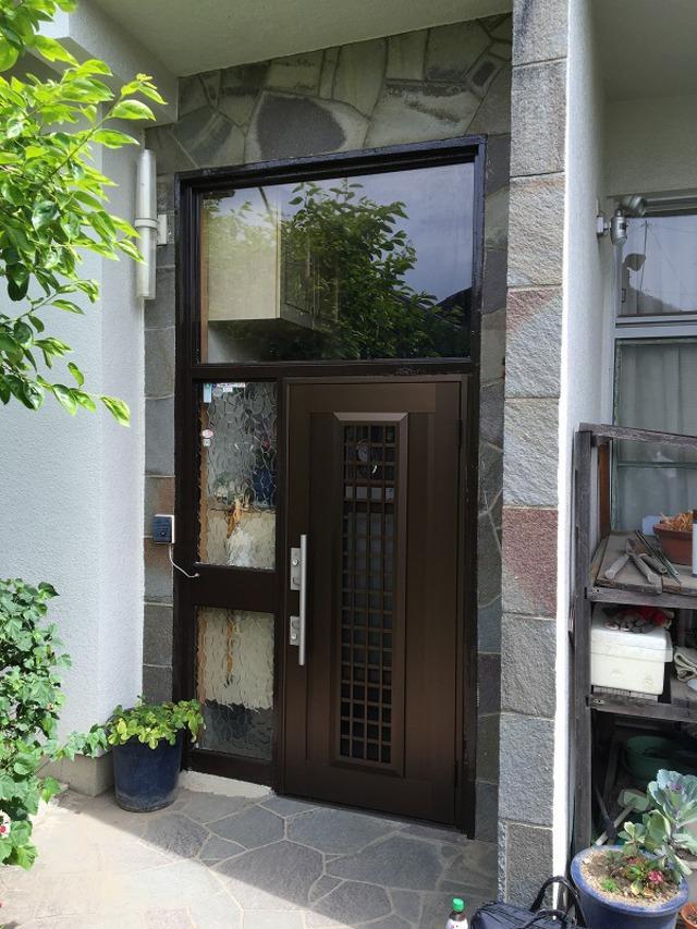 スチールの玄関ドアをリフォーム