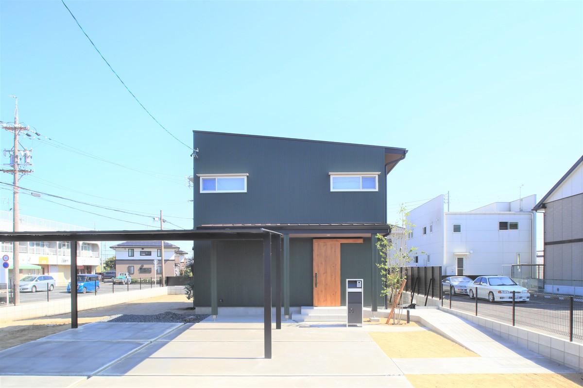 タイル×ステンレス×無垢 素材と色彩が豊な家