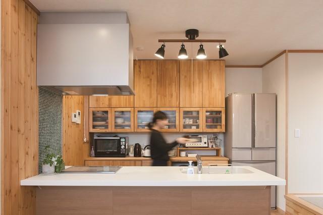 五角形の敷地に建つ カフェ風無垢の家