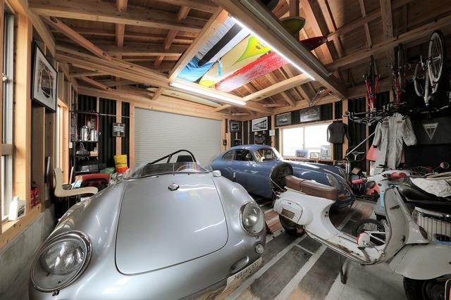 ガレージ付き 横でつながる完全二世帯住宅