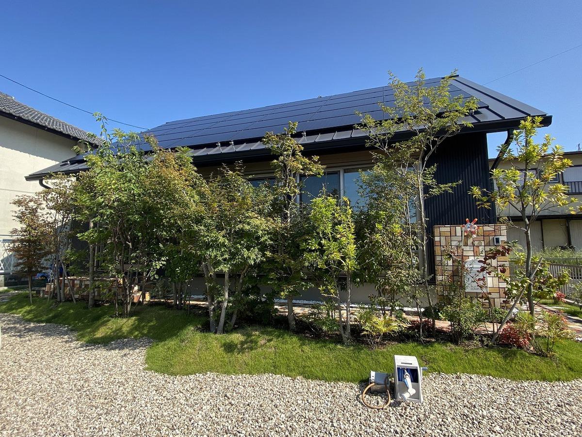 豊かな自然を感じる平屋風の家